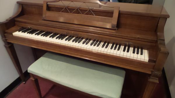 Kohler & Campbell Spinet Piano