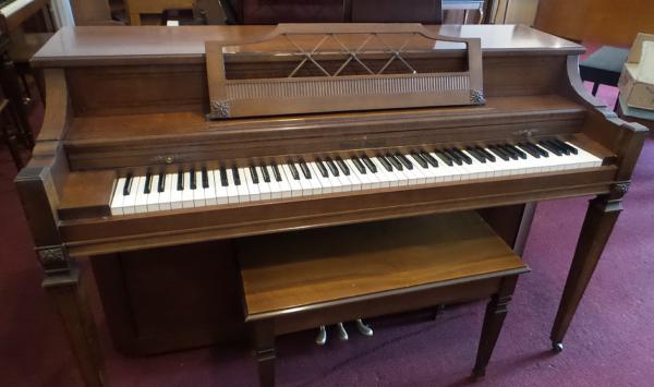 Pre-owned Kohler & Campbell Spinet Piano