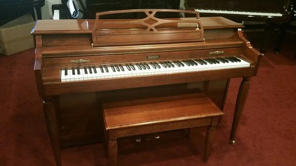 Like NEW... Baldwin Spinet Piano