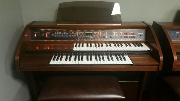 USED Lowrey Pageant Organ