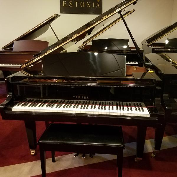 Pre-owned Yamaha 5'3 Polished Ebony Grand Piano