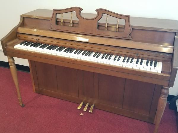 USED WURLITZER SPINET PIANO