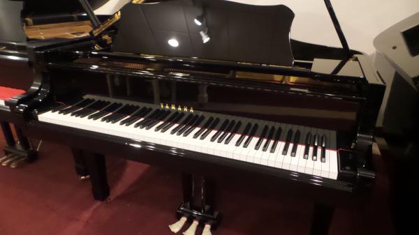 "Yamaha 5'8"" Grand Piano"