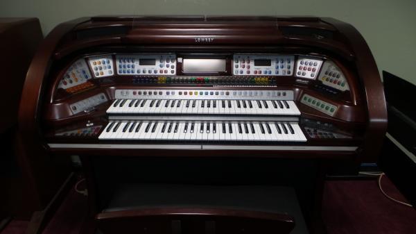 Lowrey Liberty Organ